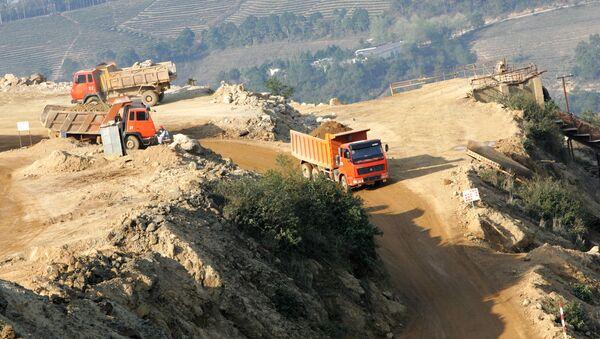 Khai thác kim loại đất hiếm tại một mỏ ở huyện Mojiang Hani, thành phố Simao, tỉnh Vân Nam ở tây nam Trung Quốc - Sputnik Việt Nam