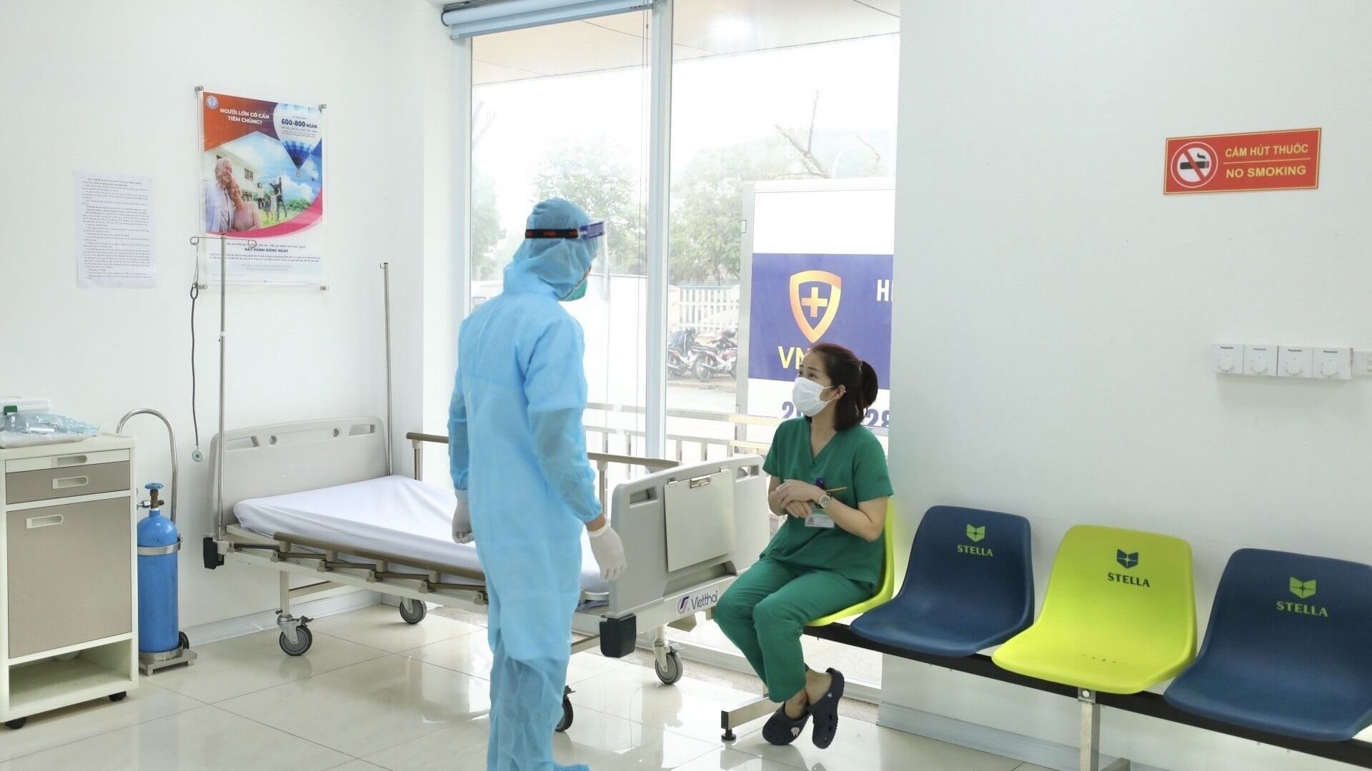 Phòng theo dõi sau khi tiêm vaccine phòng COVID-19 tại Bệnh viện Bệnh Nhiệt đới TƯ. - Sputnik Việt Nam, 1920, 27.05.2021