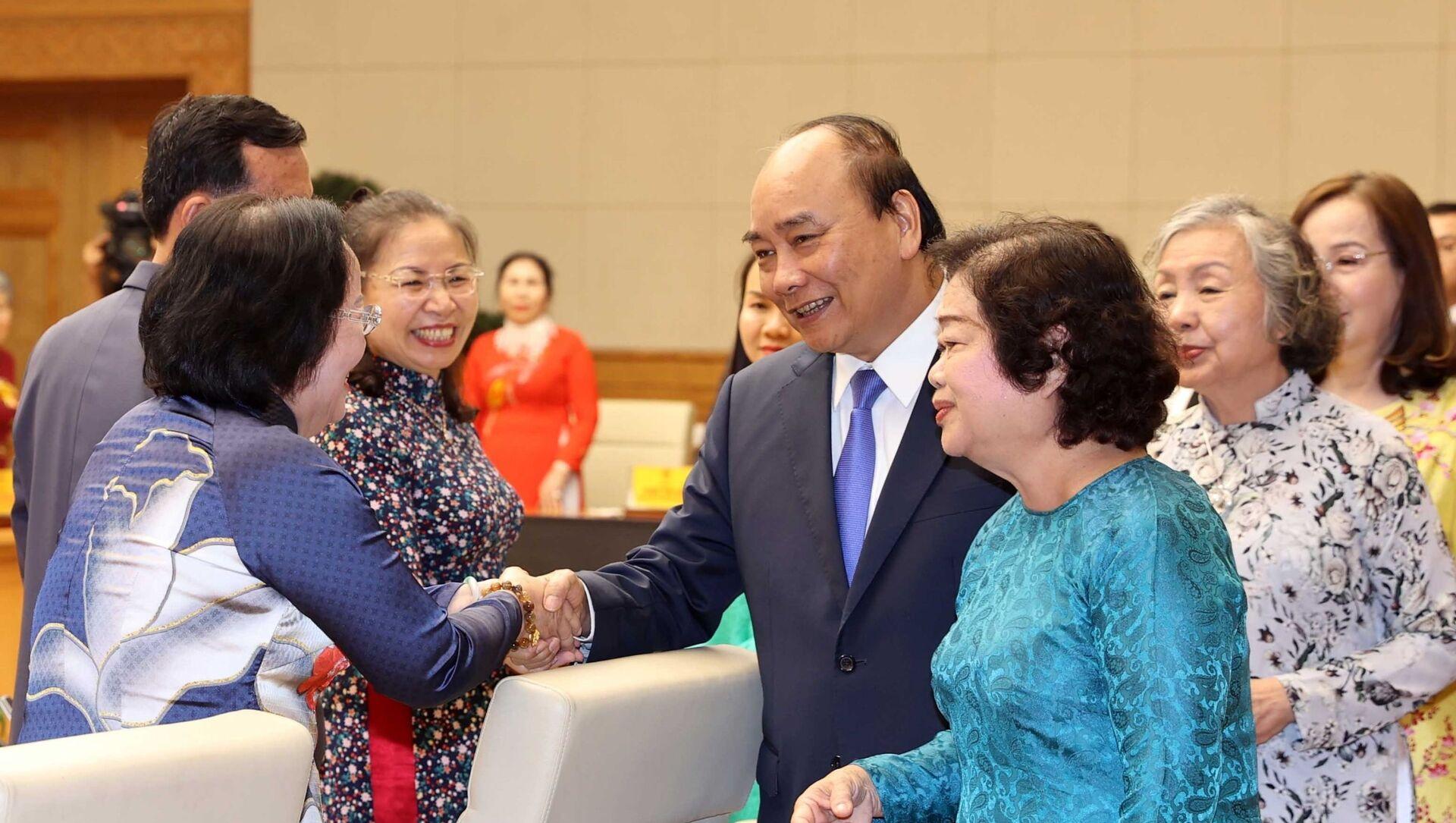 Thủ tướng Nguyễn Xuân Phúc gặp mặt các đại biểu, nhà hảo tâm đồng hành cùng Quỹ học bổng Vừ A Dính - Sputnik Việt Nam, 1920, 15.03.2021
