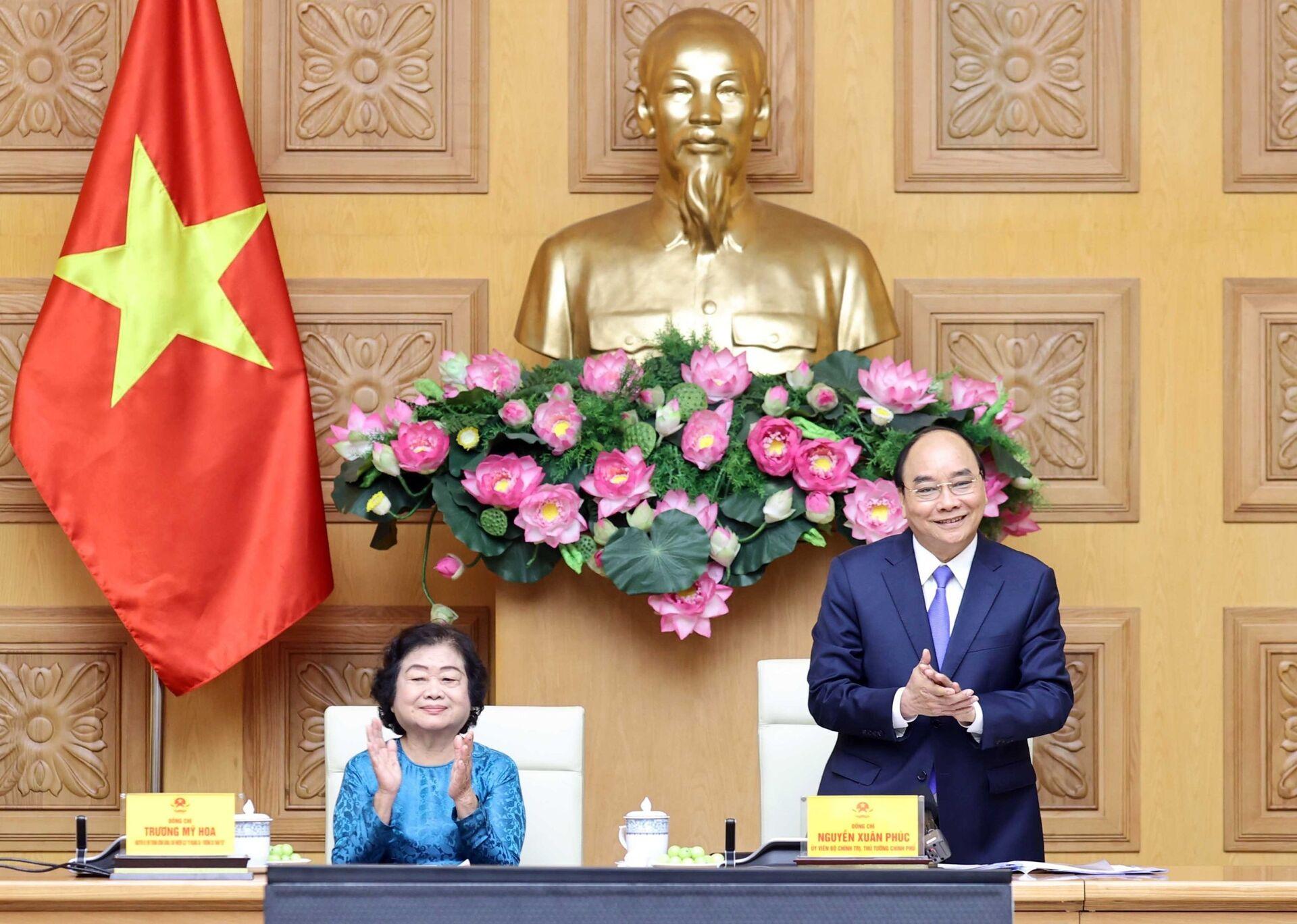 Thủ tướng Nguyễn Xuân Phúc vừa gặp mặt Nguyên Phó Chủ tịch nước Trương Mỹ Hoa - Sputnik Việt Nam, 1920, 15.03.2021
