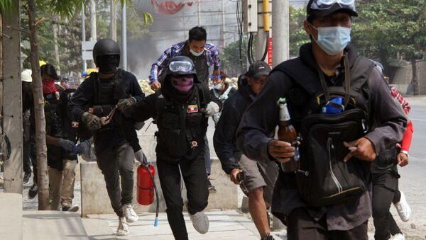 Người biểu tình ở Mandalay, Myanmar. - Sputnik Việt Nam