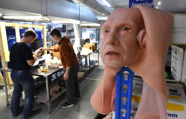Mẫu da nhân tạo thử nghiệm trong phòng thí nghiệm của công ty Promobot ở Vladivostok - Sputnik Việt Nam