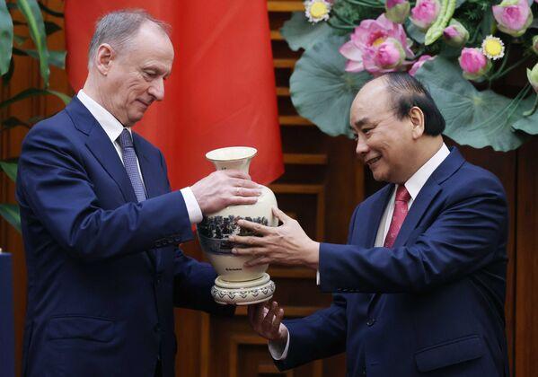 Thủ tướng Nguyễn Xuân Phúc tiếp Thư ký Hội đồng An ninh Liên bang Nga. - Sputnik Việt Nam