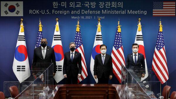 Bộ trưởng Quốc phòng Mỹ Lloyd Austin, Bộ trưởng Ngoại giao Mỹ Antony Blinken, Bộ trưởng Ngoại giao Hàn Quốc Chung Eui-yong và Bộ trưởng Quốc phòng Hàn Quốc Seo Wook tại cuộc gặp ở Seoul - Sputnik Việt Nam