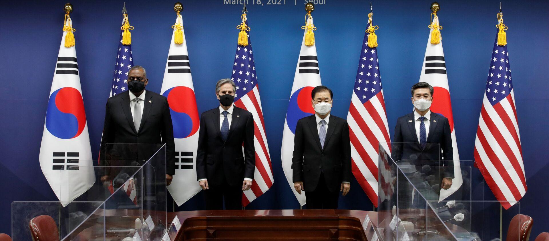 Bộ trưởng Quốc phòng Mỹ Lloyd Austin, Bộ trưởng Ngoại giao Mỹ Antony Blinken, Bộ trưởng Ngoại giao Hàn Quốc Chung Eui-yong và Bộ trưởng Quốc phòng Hàn Quốc Seo Wook tại cuộc gặp ở Seoul - Sputnik Việt Nam, 1920, 25.03.2021
