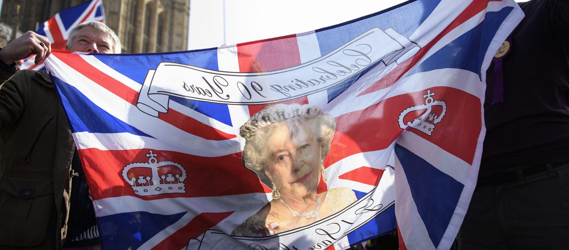 Quốc kỳ Vương quốc Anh mô tả Nữ hoàng Elizabeth II - Sputnik Việt Nam, 1920, 18.03.2021