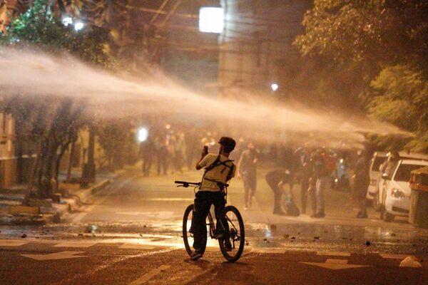 Sử dụng vòi rồng trong một cuộc biểu tình ở Asuncion, Paraguay - Sputnik Việt Nam