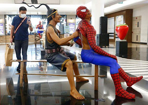 Triển lãm nghệ thuật tại một trung tâm mua sắm ở Jakarta, Indonesia - Sputnik Việt Nam