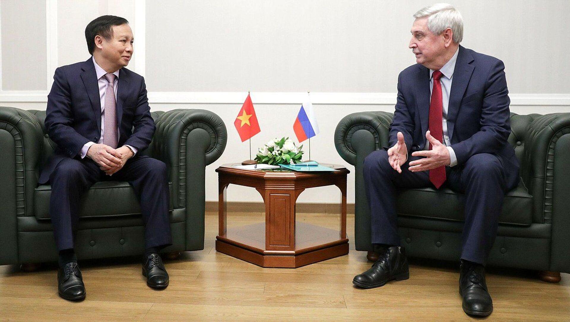 Phó Chủ tịch thứ nhất Duma Quốc gia Ivan Melnikov và Đại sứ đặc mệnh toàn quyền Việt Nam tại Nga Ngô Đức Mạnh - Sputnik Việt Nam, 1920, 19.03.2021