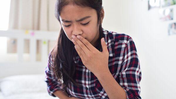 Cô gái trẻ cảm thấy buồn nôn - Sputnik Việt Nam