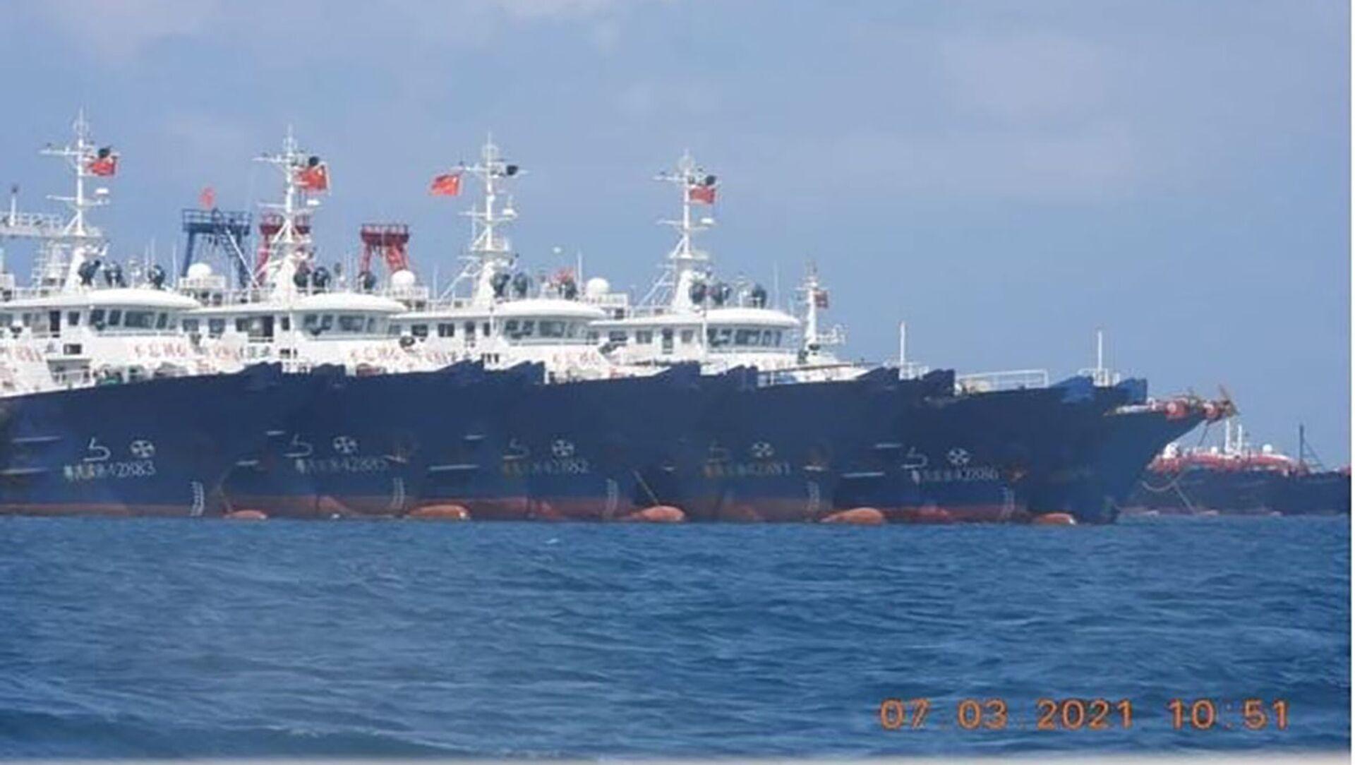 Các tàu Trung Quốc cập vào bãi đá ngầm Whitsun ở Biển Đông. - Sputnik Việt Nam, 1920, 22.03.2021