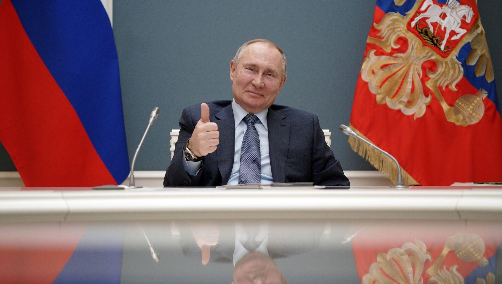 Ngày 10 tháng 3 năm 2021. Tổng thống Nga Vladimir Putin cùng với Tổng thống Thổ Nhĩ Kỳ Recep Tayyip Erdogan, theo định dạng cầu truyền hình, tham gia buổi lễ đánh dấu việc khởi công xây dựng đơn vị điện thứ ba của NPP Akkuyu ở tỉnh Mersin của Thổ Nhĩ Kỳ. - Sputnik Việt Nam, 1920, 24.03.2021
