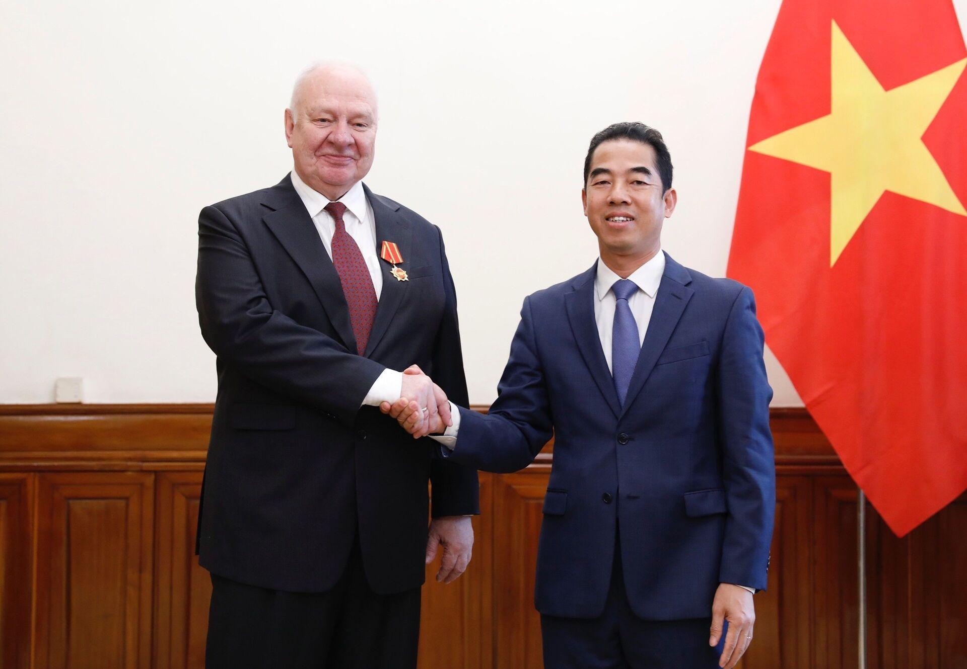 Việt Nam trao Huân chương Hữu nghị cho Đại sứ Nga - Sputnik Việt Nam, 1920, 23.03.2021