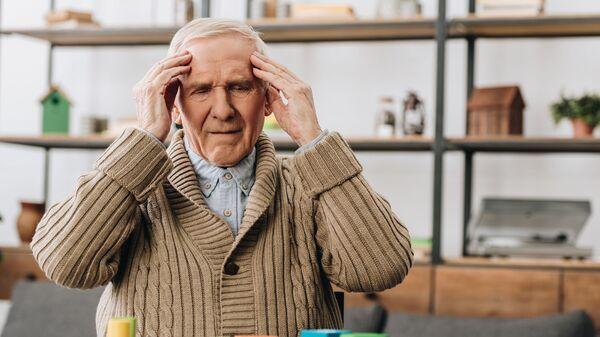 Người già bị đau đầu - Sputnik Việt Nam