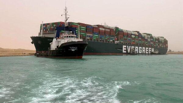 Tàu container từng được đưa vào kênh đào Suez - Sputnik Việt Nam