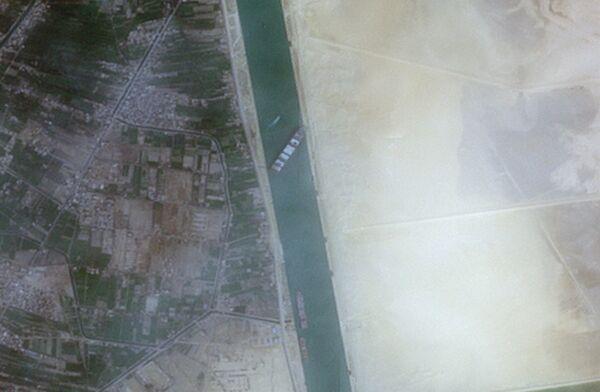 Tàu container Ever Given mắc cạn ở kênh đào Suez - Sputnik Việt Nam