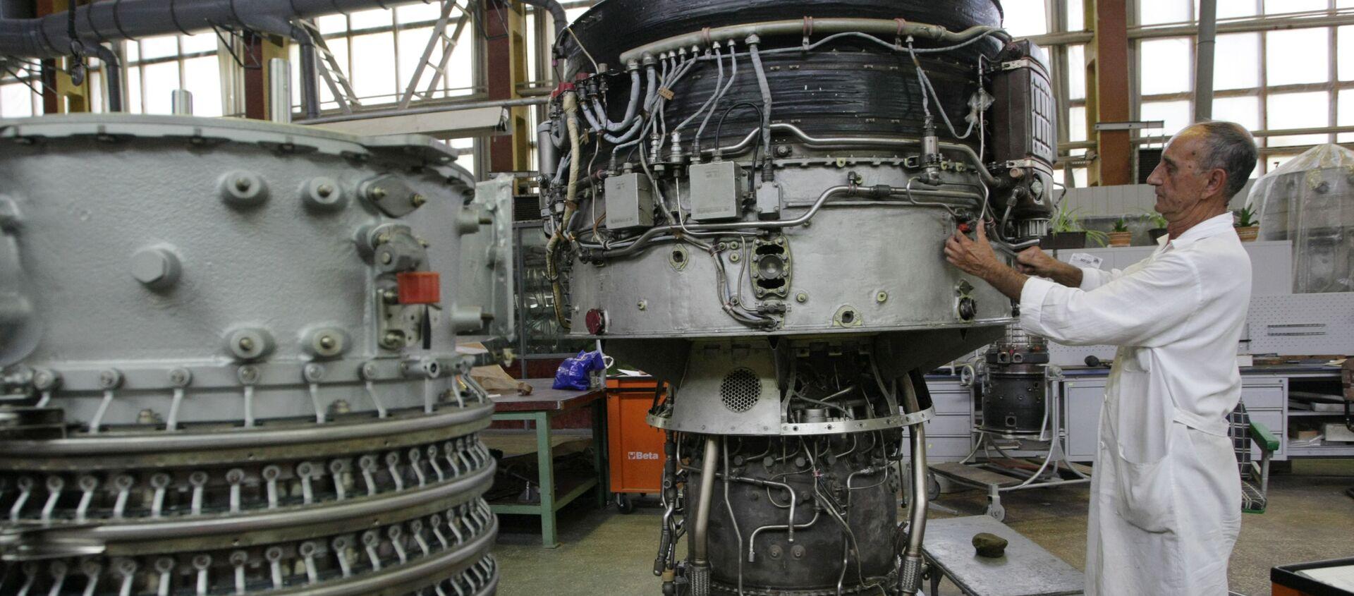 Công nhân làm việc trong xưởng của nhà máy Motor Sich ở Zaporozhye - Sputnik Việt Nam, 1920, 25.03.2021