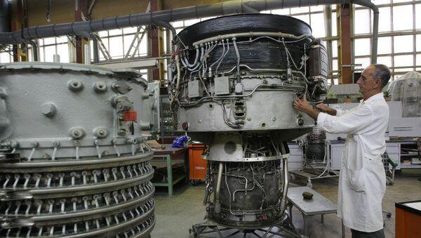 Công nhân làm việc trong xưởng của nhà máy Motor Sich ở Zaporozhye - Sputnik Việt Nam