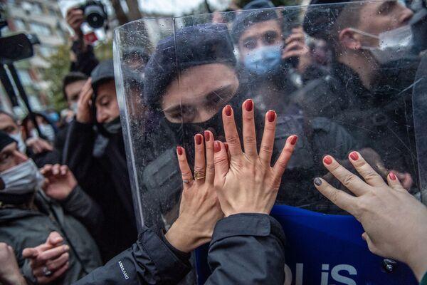 Phụ nữ Thổ Nhĩ Kỳ biểu tình phản đối việc Thổ Nhĩ Kỳ rút khỏi Công ước Istanbul (Thỏa thuận quốc tế bảo vệ phụ nữ) - Sputnik Việt Nam