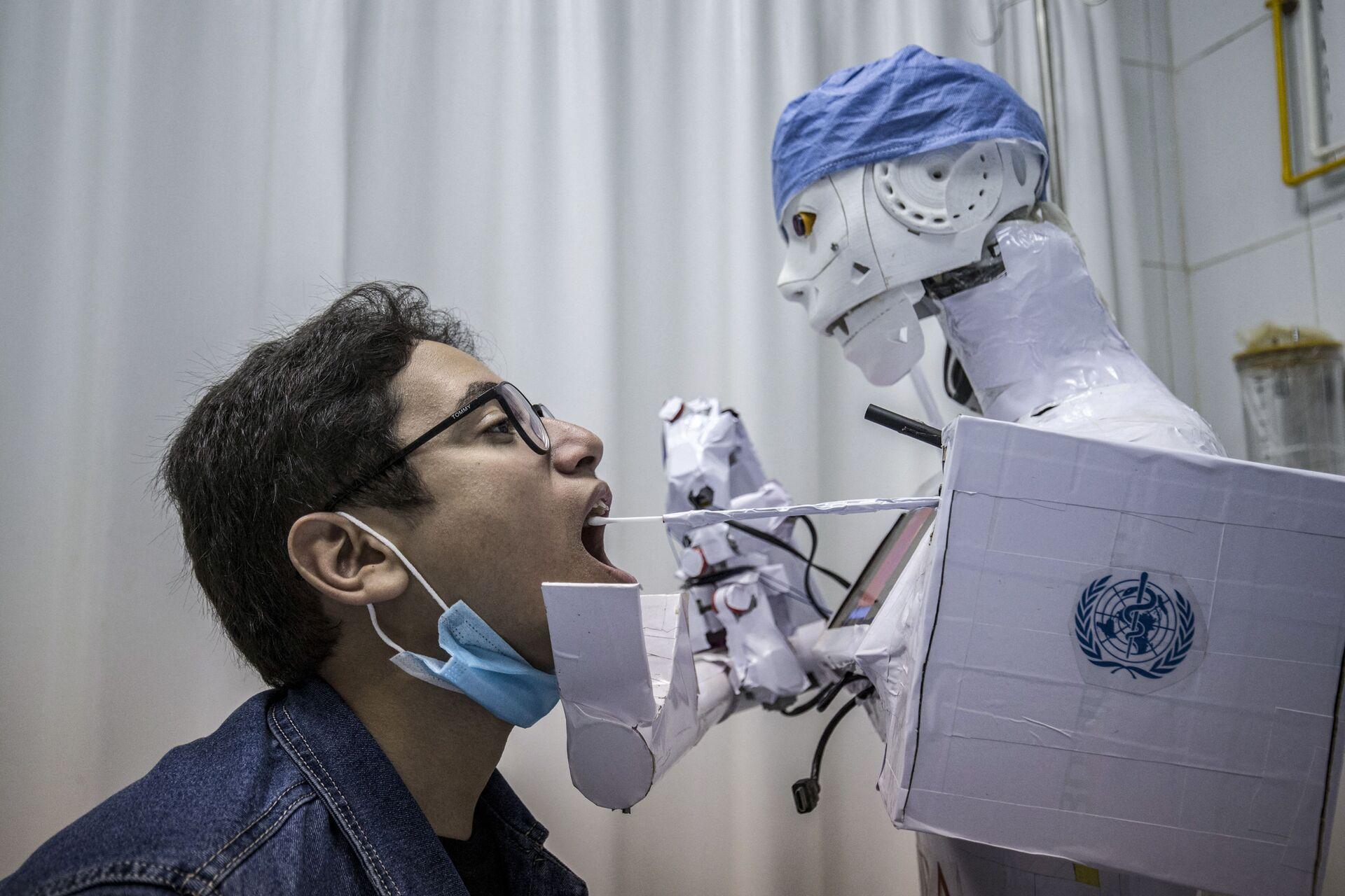 Robot lấy dịch xét nghiệm coronavirus tại bệnh viện ở Ai Cập - Sputnik Việt Nam, 1920, 05.10.2021