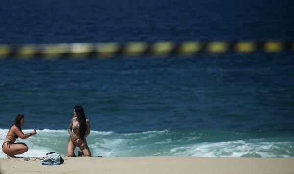 Những cô gái trên bãi biển Ipanema, Brazil - Sputnik Việt Nam