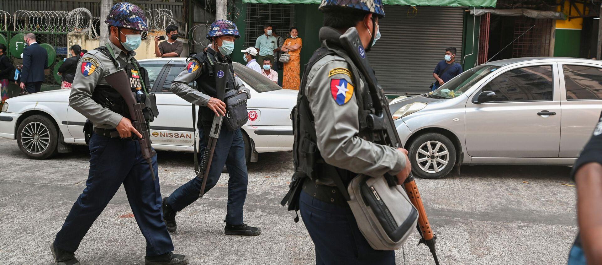 Cảnh sát trên phố Yangon, Myanmar. - Sputnik Việt Nam, 1920, 10.04.2021