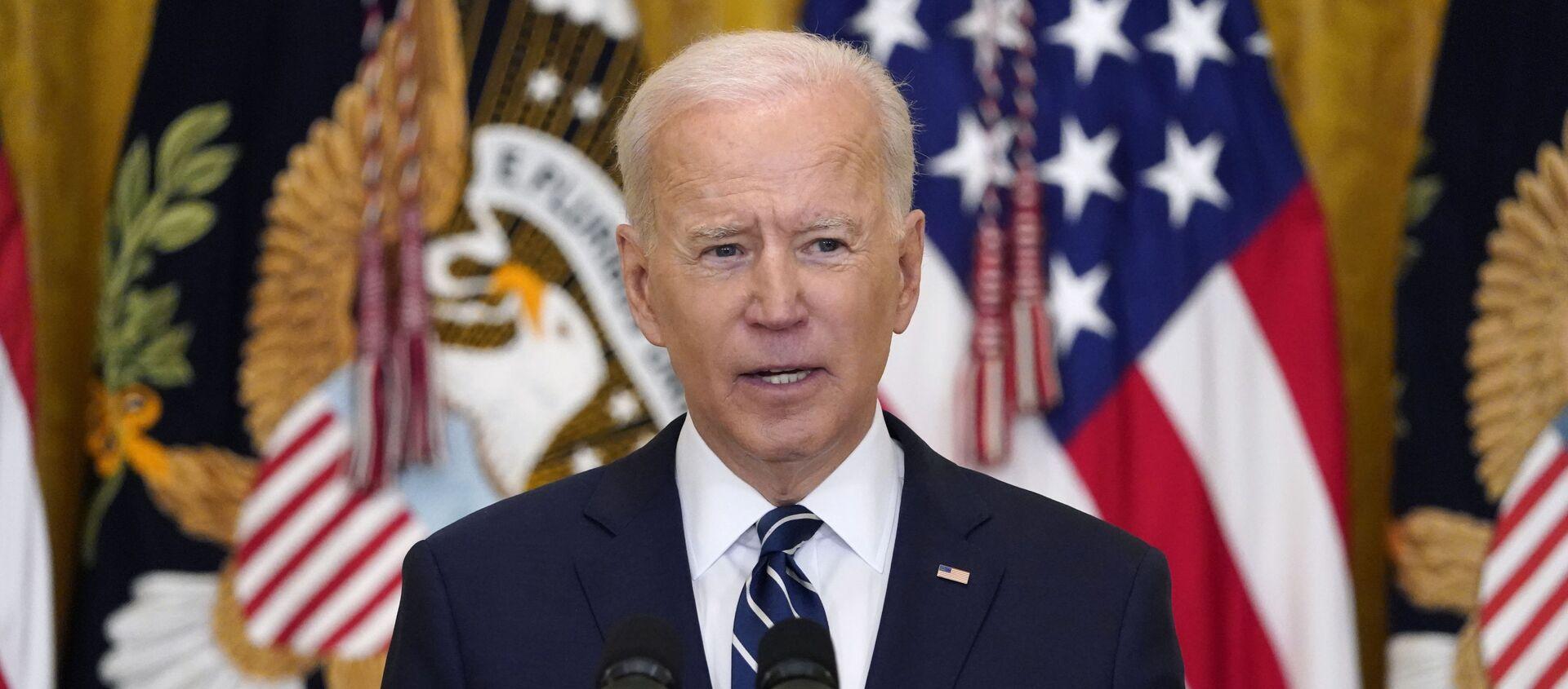 Tổng thống Hoa Kỳ Joe Biden trong cuộc họp báo chính thức đầu tiên trên cương vị Tổng thống ở Washington, Mỹ. - Sputnik Việt Nam, 1920, 29.04.2021