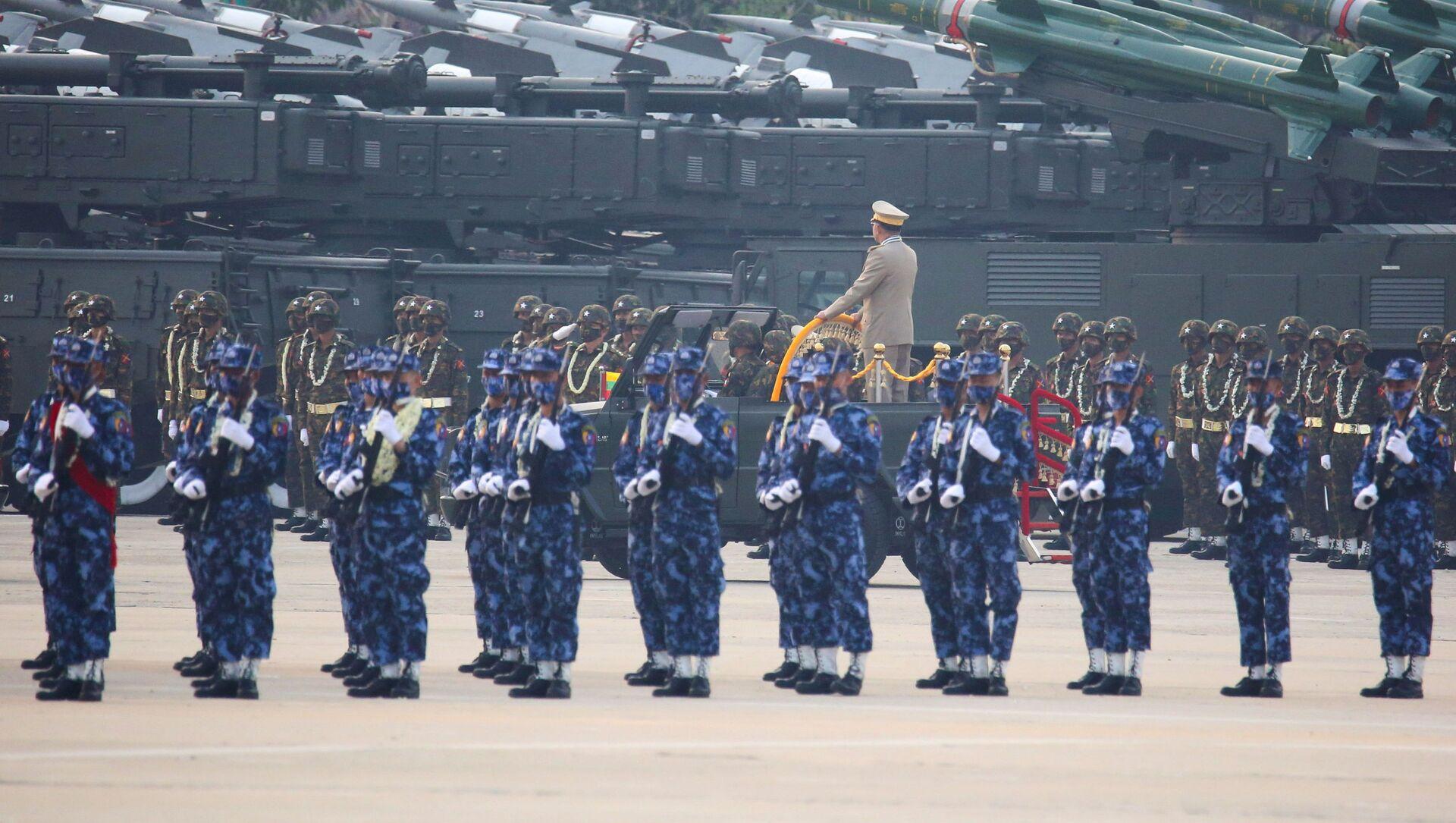 Duyệt binh kỷ niệm 76 năm ngày thành lập Lực lượng vũ trang Myanmar. - Sputnik Việt Nam, 1920, 29.03.2021