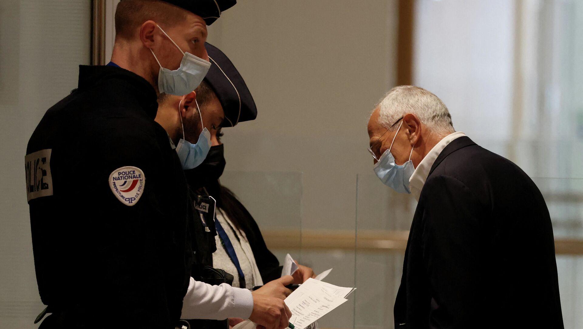 Đại diện công ty dược phẩm Servier Jean-Philippe Seta tại tòa án Paris - Sputnik Việt Nam, 1920, 29.03.2021