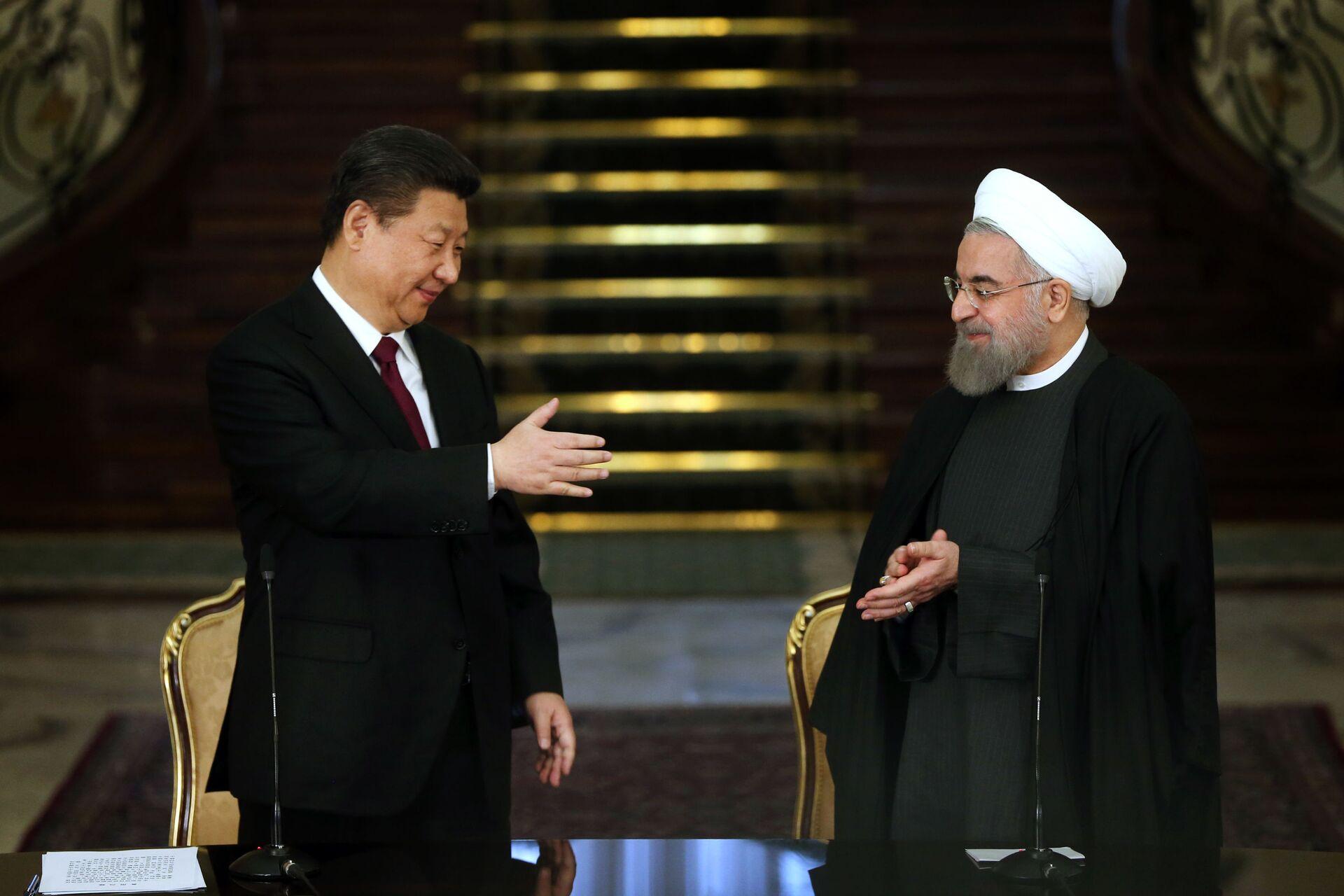 Tại sao người Trung Quốc và người Iran khiến người Mỹ thấy phiền phức, nhưng Nga lại hài lòng - Sputnik Việt Nam, 1920, 30.03.2021
