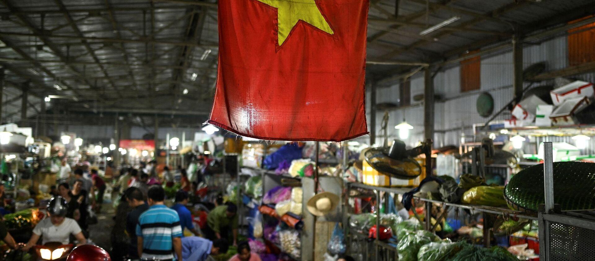 Quốc kỳ Việt Nam, chợ ở Hà Nội. - Sputnik Việt Nam, 1920, 04.07.2021