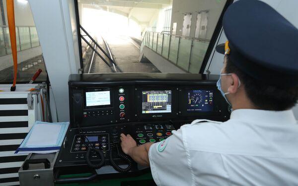 Tàu đường sắt tuyến Cát Linh - Hà Đông có tốc độ thiết kế tối đa 80 km/h. - Sputnik Việt Nam