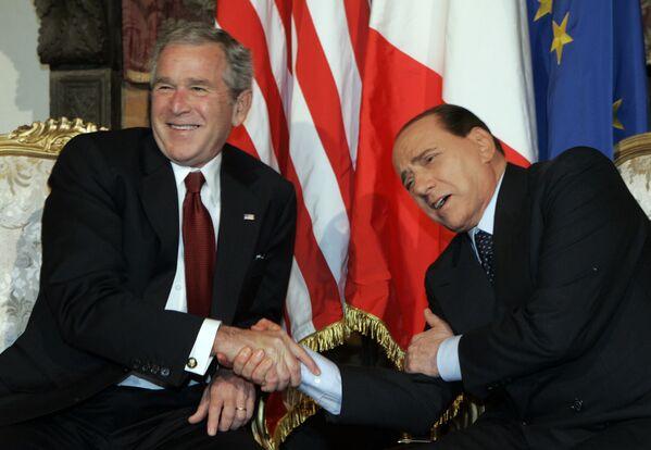 Tổng thống Mỹ George W. Bush và Thủ tướng Ý Silvio Berlusconi nói đùa trong cuộc gặp ở Rome, 2008 - Sputnik Việt Nam