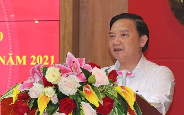 Đồng chí Nguyễn Khắc Định, Ủy viên Trung ương Đảng, Bí thư Tỉnh ủy Khánh Hòa phát động giải báo chí về xây dựng Đảng tỉnh Khánh Hòa năm 2021 - Sputnik Việt Nam