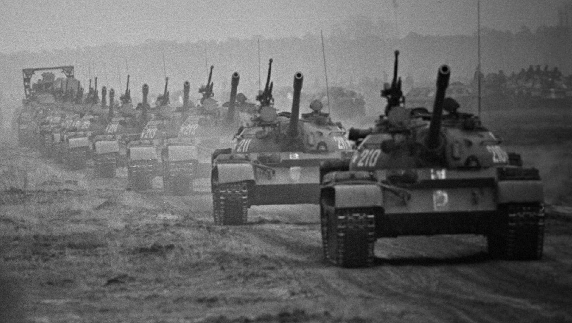 Cuộc tập trận kết hợp Tình anh em trong vòng tay của Liên Xô và các nước thuộc Khối Warszawa, 1970 - Sputnik Việt Nam, 1920, 01.04.2021