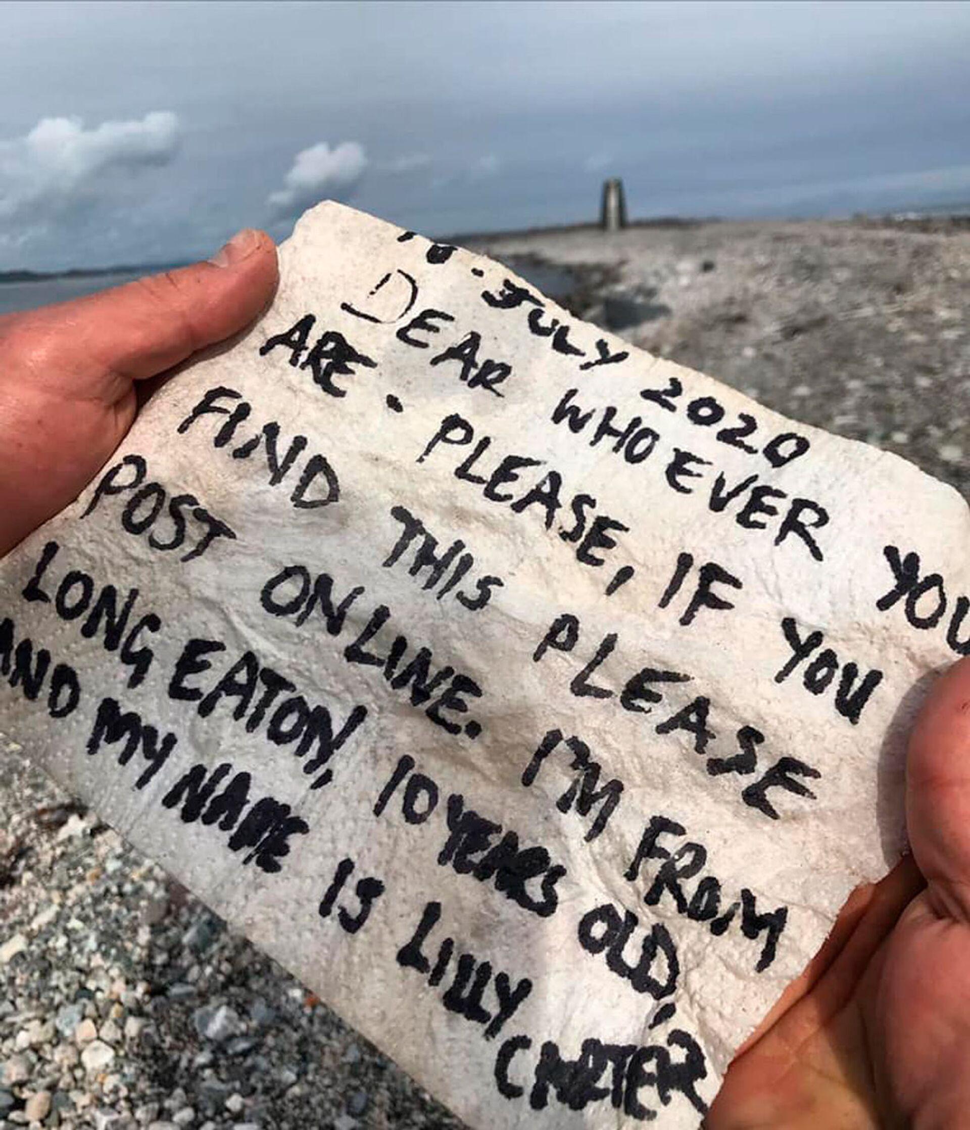 Lá thư trong chai vượt 850 km trong 8 tháng và đến tay người nhận - Sputnik Việt Nam, 1920, 02.04.2021