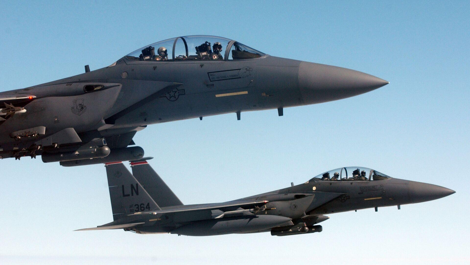 Máy bay chiến đấu-ném bom hai chỗ ngồi F-15E của Mỹ - Sputnik Việt Nam, 1920, 02.04.2021