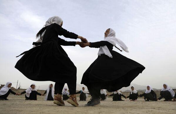 Các học trò chơi đùa ở Kabul, Afghanistan - Sputnik Việt Nam