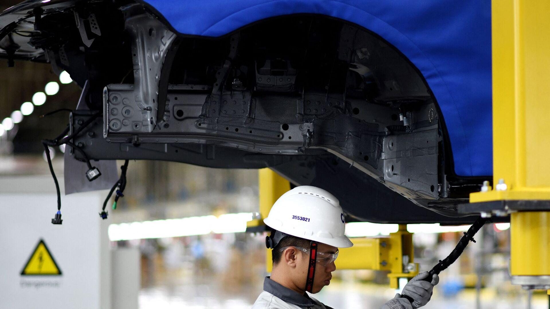 Dây chuyền lắp ráp ô tô của nhà máy ô tô VinFast tại Việt Nam. - Sputnik Việt Nam, 1920, 14.10.2021