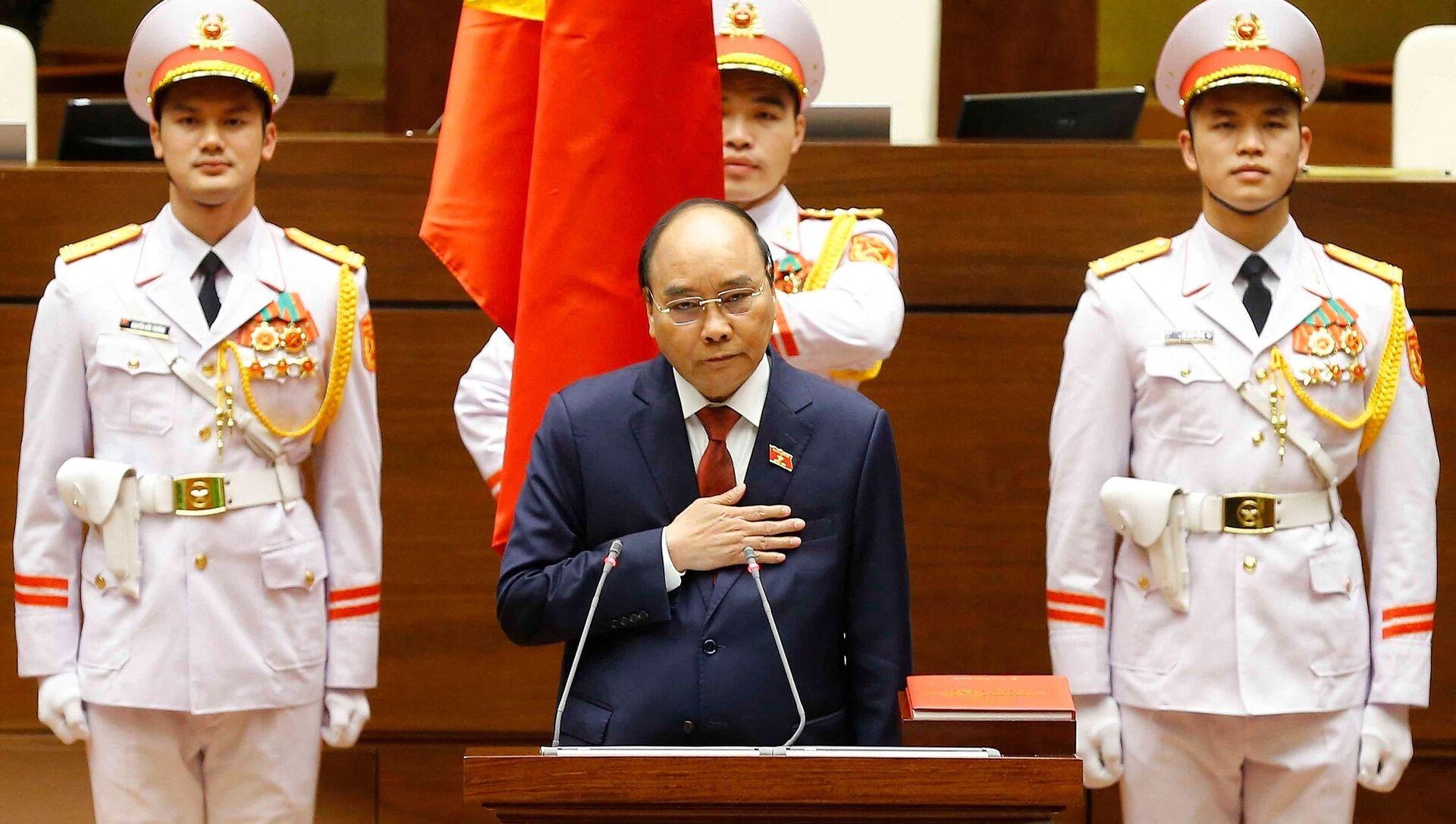 Chủ tịch nước Nguyễn Xuân Phúc tuyên thệ nhậm chức.  - Sputnik Việt Nam, 1920, 05.04.2021