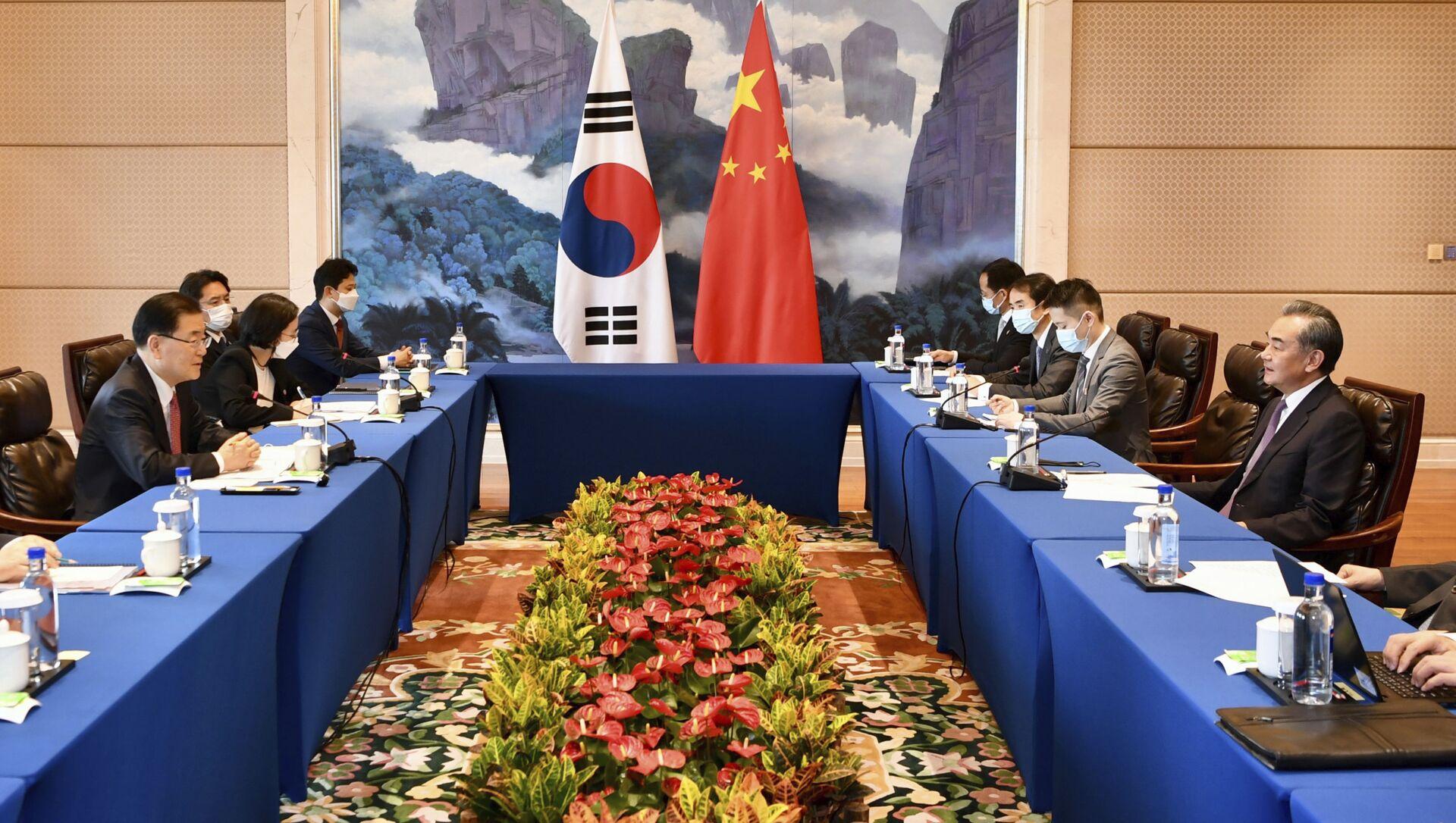 Hội nghị Bộ trưởng Ngoại giao Cộng hòa Nhân dân Trung Hoa Vương Nghị và Hàn Quốc Jun Eui Young tại Hạ Môn, Trung Quốc - Sputnik Việt Nam, 1920, 06.04.2021