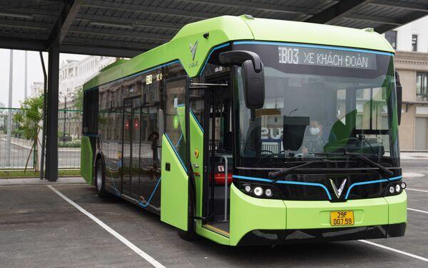 Xe bus điện Vinbus lăn bánh - Sputnik Việt Nam