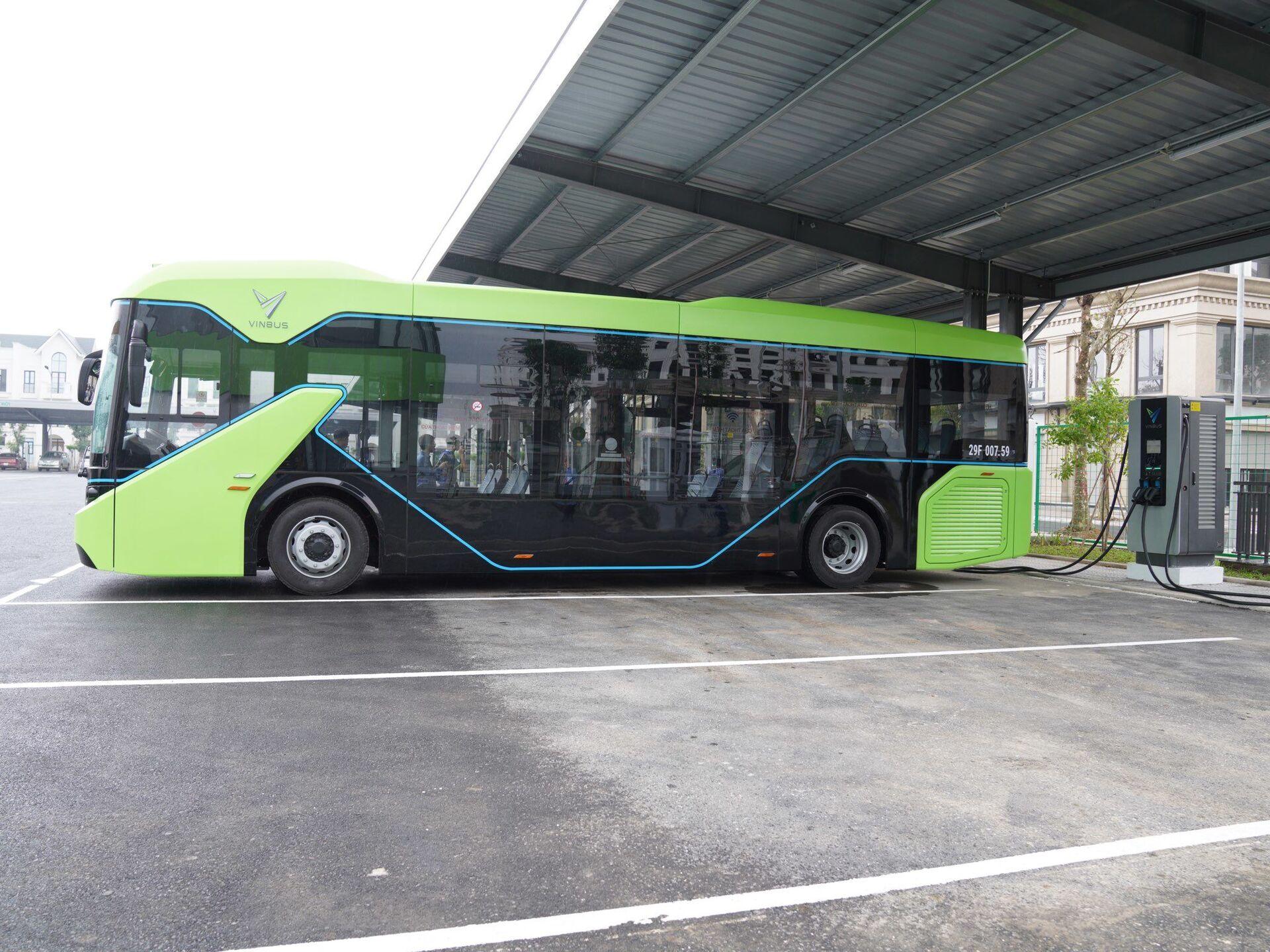 Xe bus điện Vinbus lăn bánh - Sputnik Việt Nam, 1920, 05.10.2021