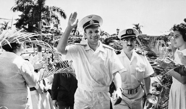 Phi công vũ trụ, anh hùng Liên Xô Yuri Alekseevich Gagarin đến thăm Cuba, 1961 - Sputnik Việt Nam
