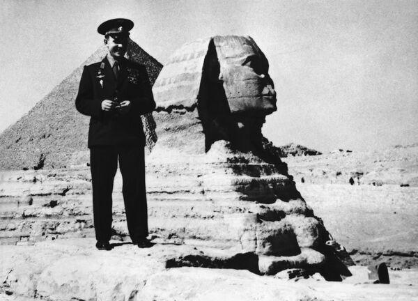 Nhà du hành vũ trụ Yuri Gagarin tại Kim tự tháp ở Giza, Ai Cập - Sputnik Việt Nam