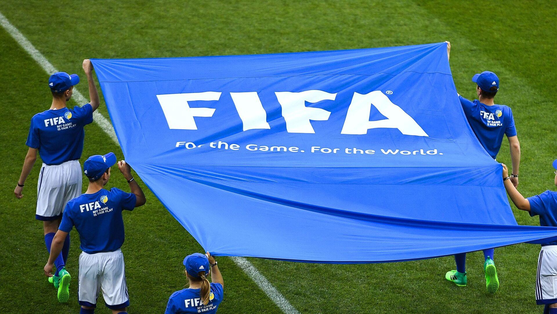 Cờ FIFA trên sân bóng đá. - Sputnik Việt Nam, 1920, 08.04.2021