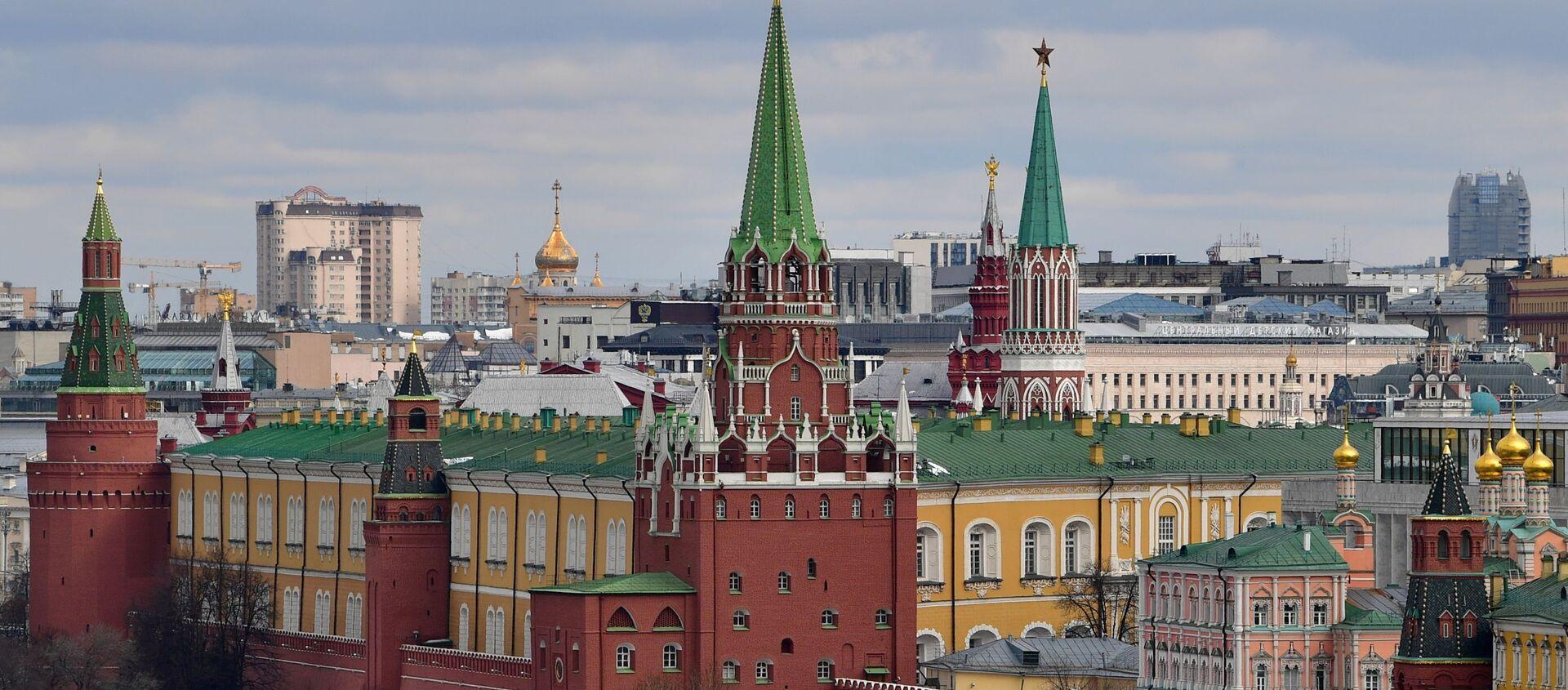Quang cảnh các tòa tháp của Điện Kremlin ở Matxcơva. - Sputnik Việt Nam, 1920, 09.07.2021