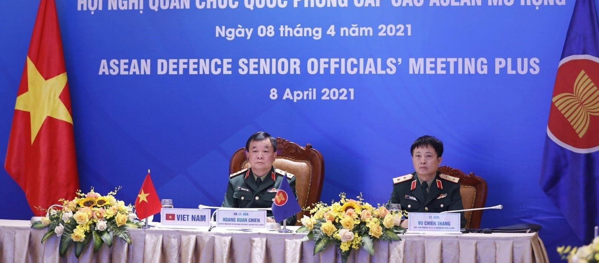 Thượng tướng Hoàng Xuân Chiến, Thứ trưởng Bộ Quốc phòng, Trưởng ADSOM+ Việt Nam tham dự Hội nghị Quan chức Quốc phòng cấp cao ASEAN mở rộng tại điểm cầu Hà Nội.  - Sputnik Việt Nam, 1920, 08.04.2021