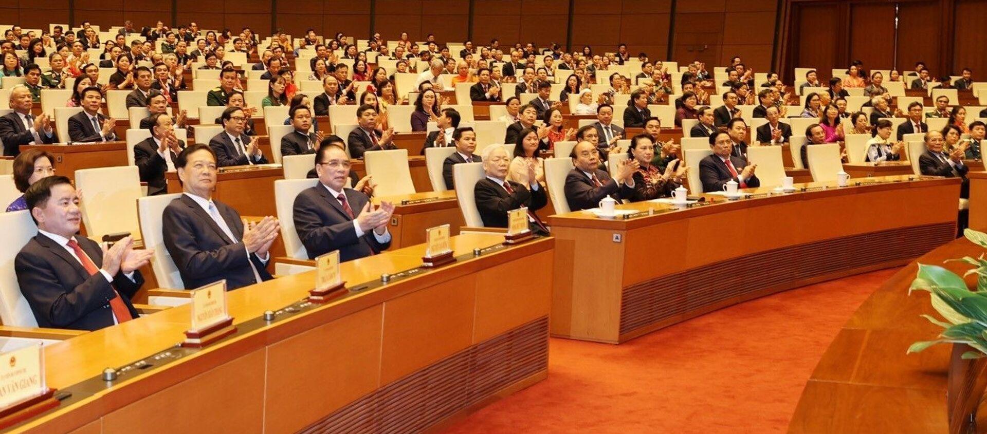 Các đồng chí lãnh đạo và nguyên lãnh đạo Đảng và Nhà nước cùng các đại biểu Quốc hội dự bế mạc Kỳ họp thứ 11, Quốc hội khoá XIV. - Sputnik Việt Nam, 1920, 08.04.2021