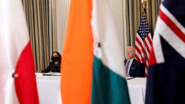 Tổng thống Joe Biden và Phó Tổng thống Kamala Harris tham dự cuộc họp trực tuyến QUAD tại Nhà Trắng ở Washington - Sputnik Việt Nam